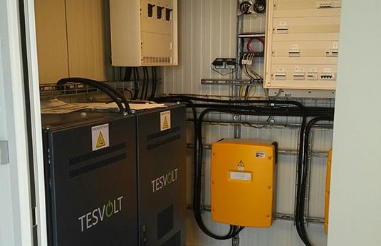 Contentor solar onduladores e baterias