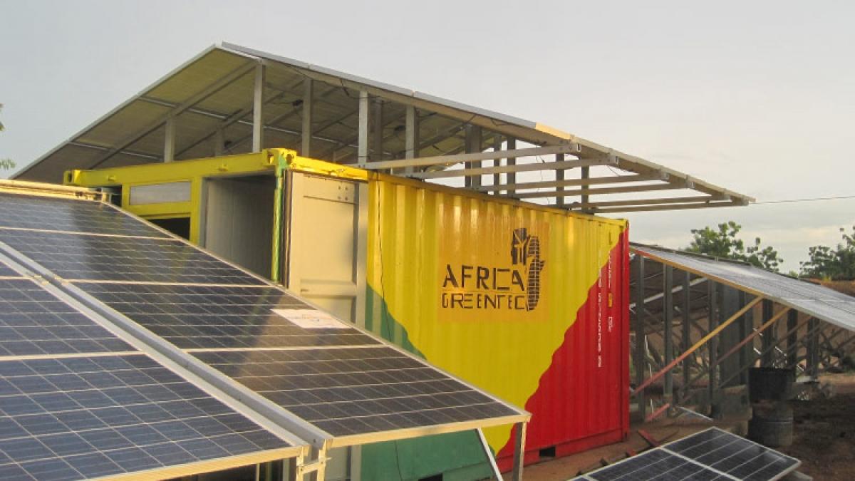 gerador solar contentor eletrificação aldeia África
