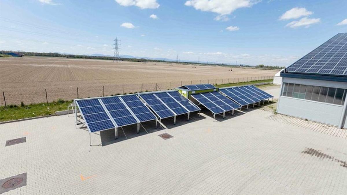mobile containerised solar generator