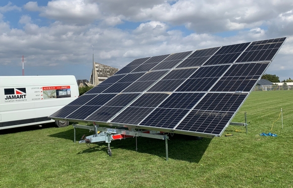 Solaranhänger 18S zum Vermieten an für Baustellen und Veranstaltungen