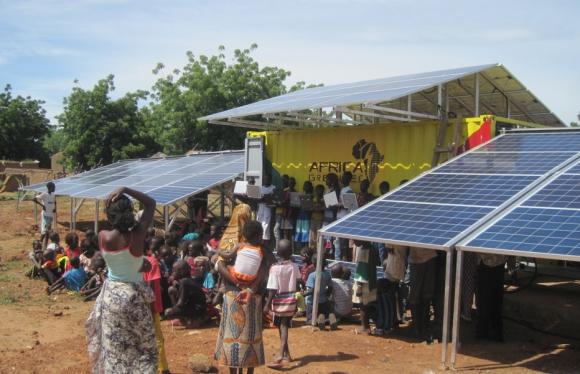 Elektrifizierung des Dorfes solar container